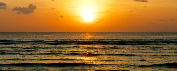 iStock_vågor_solnedgång_beskuren2